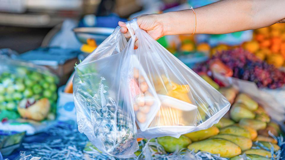 alimentos em plástico