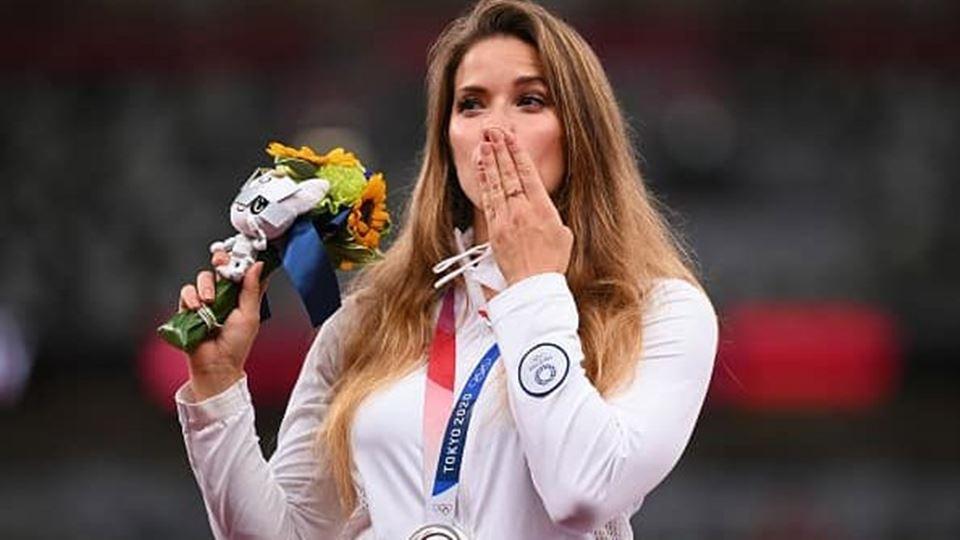 Atleta olímpica vende medalha ...