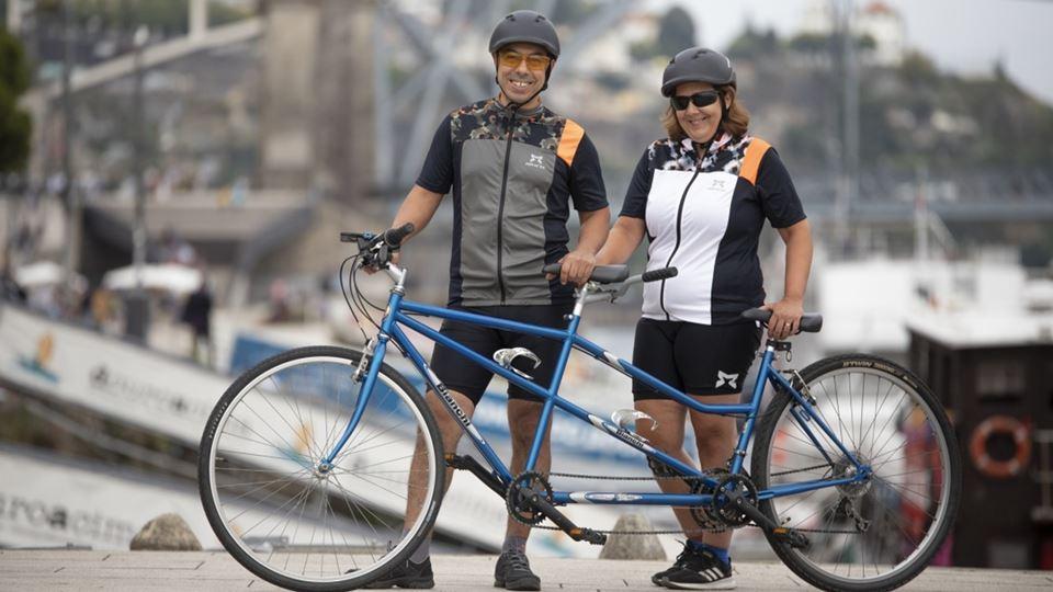Bárbara e o marido com a bicicleta - Destaque