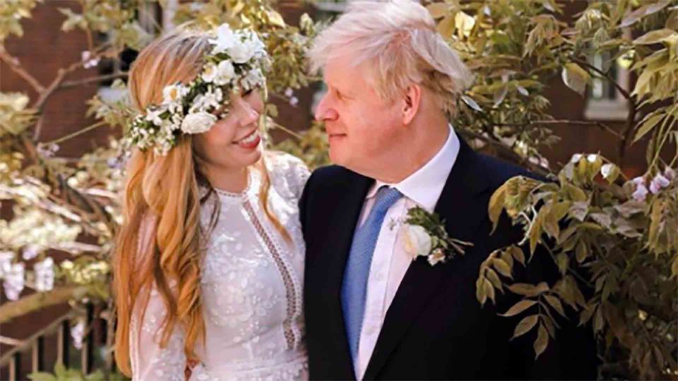 Boris Johnson e a mulher no casamento