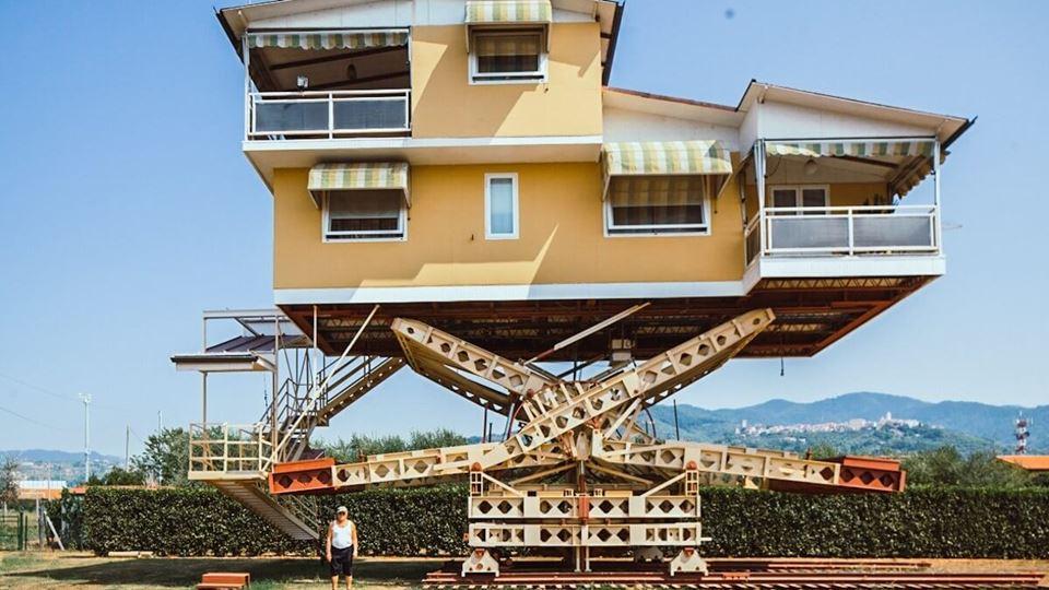 Esta casa em Itália movimenta-...
