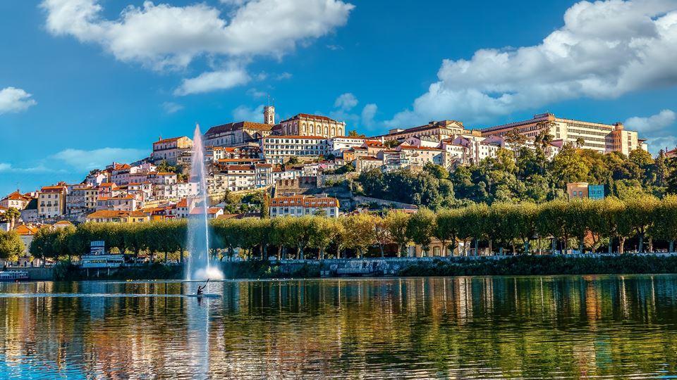 Há duas cidades portuguesas na...