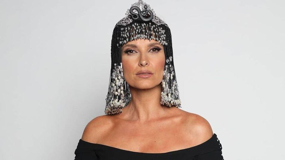 O visual de Cleópatra de Crist...
