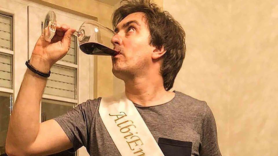 Daniel Fontoura e vinho