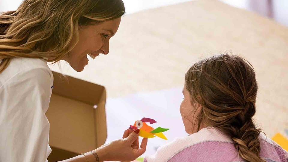 Diana Chaves a brincar com a filha