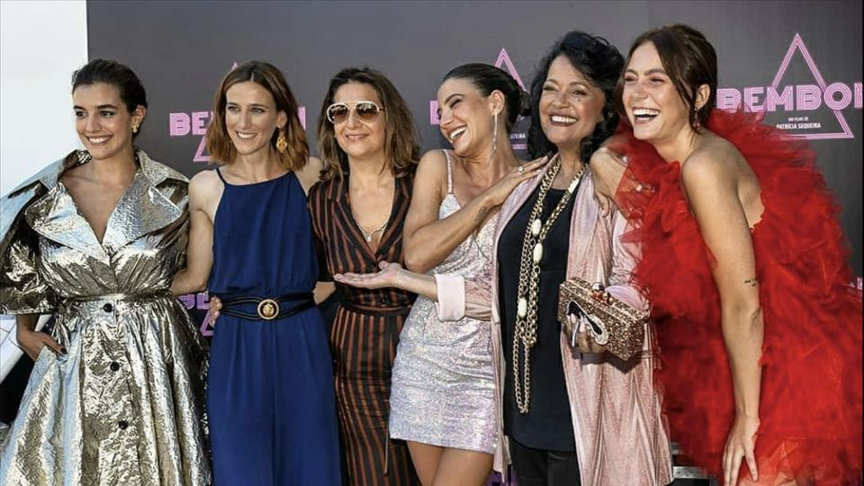 As novas Doce com a realizadora e uma das Doce. Bárbara Branco (Fá),Lia Carvalho (Teresa), Patricia Sequeira (realizadora), Carolina Carvalho (Lena), Lena Coelho ( a própria Doce) e Ana Marta Ferreira ( Laura)