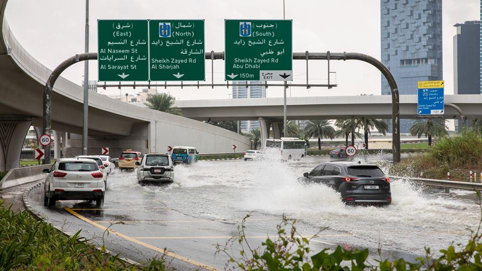 No Dubai, faz-se chuva falsa p...