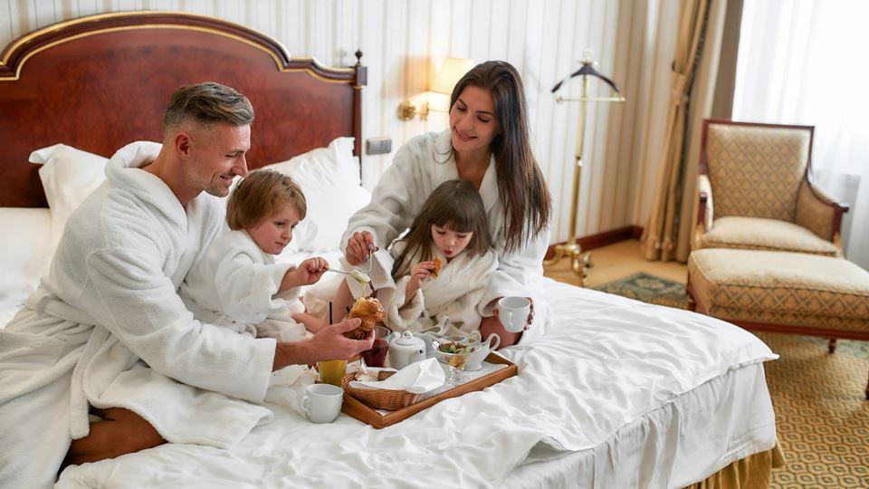 família em hotel destaque