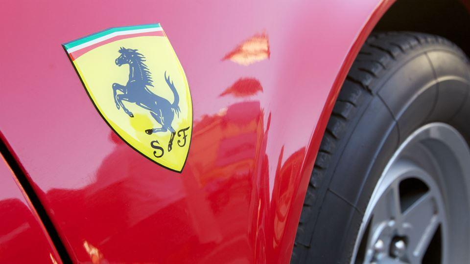 Ferrari pára produção para fab...