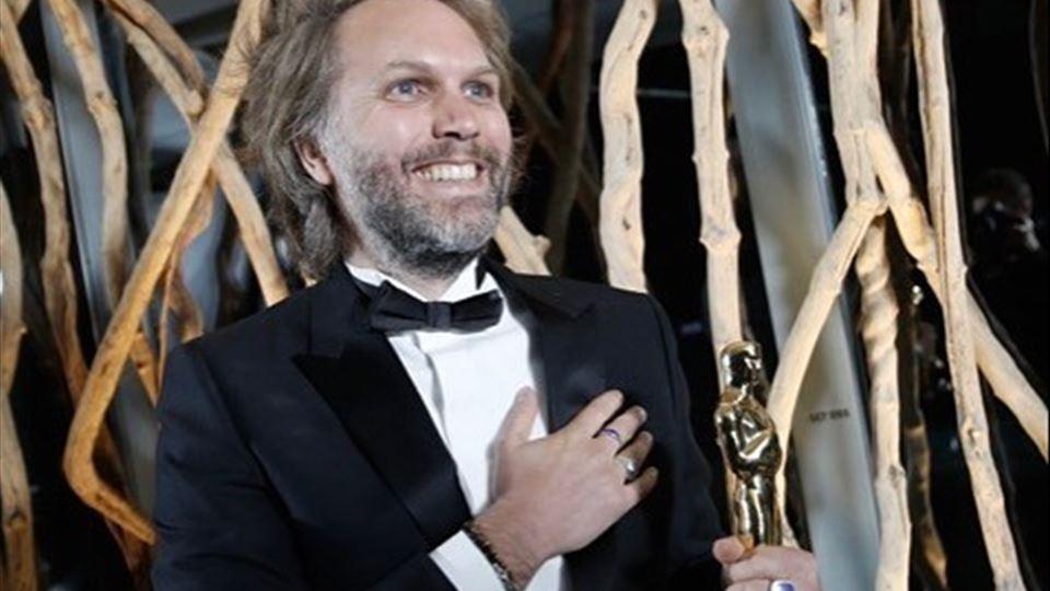 """Florian Zeller com o Oscar de """"melhor guião adaptado"""" pelo filme """" O Pai"""""""