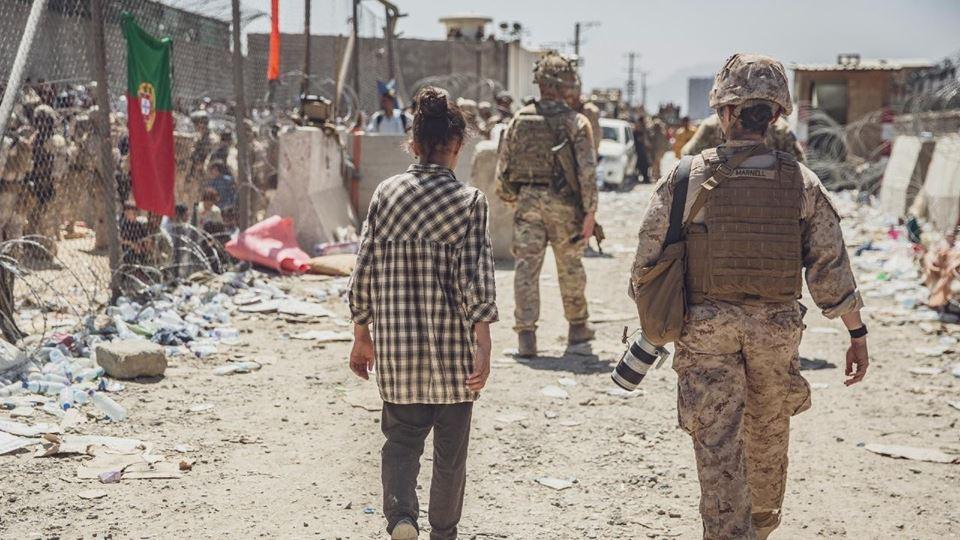 No caos de Cabul, bandeira por...