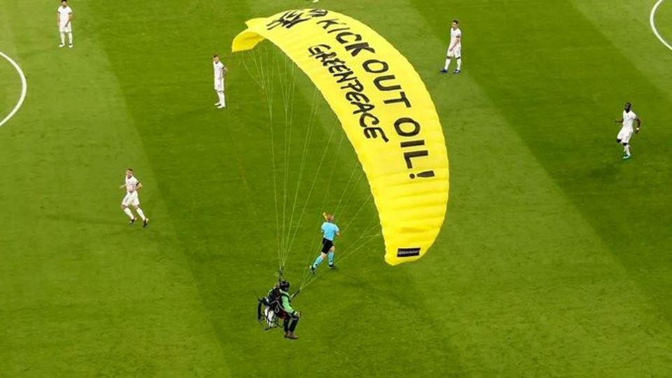 Ativista da Greenpeace invade ...