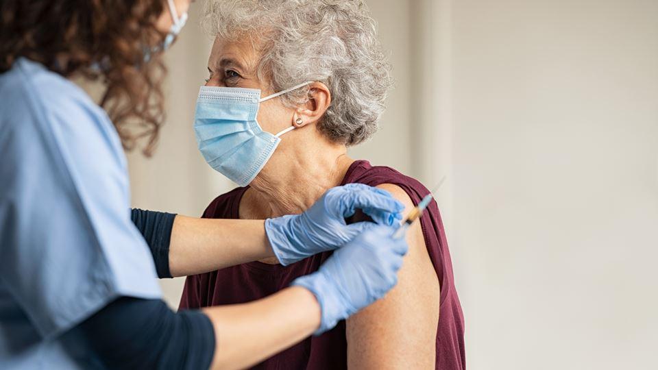 idosa vacina