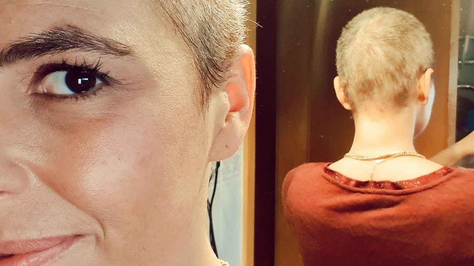 Joana Cruz de cabelo rapado