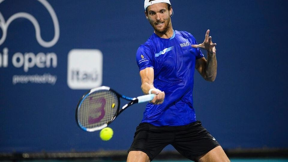 joão sousa a jogar ténis