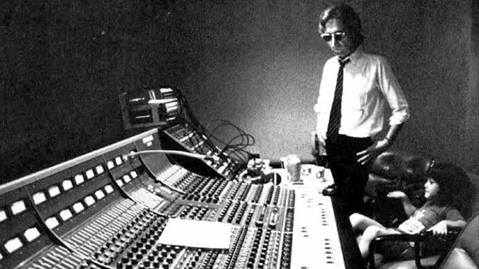 John Lennon com o filho Sean em estúdio em 1980