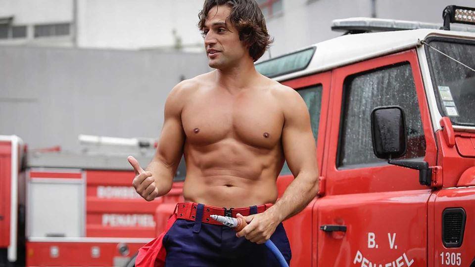 José Fidalgo faz de bombeiro e...