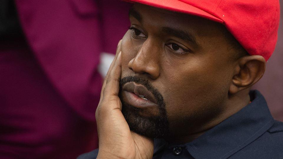Kanye West protesta contra a i...