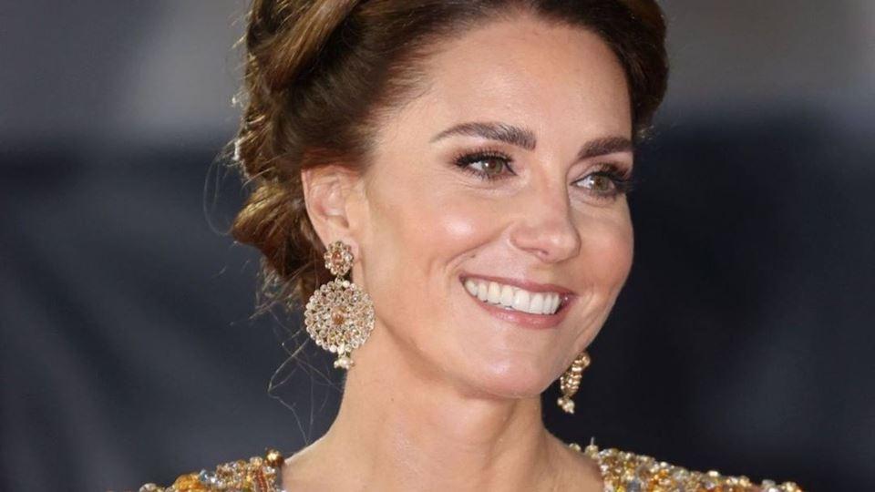 Kate Middleton arrasa com vest...