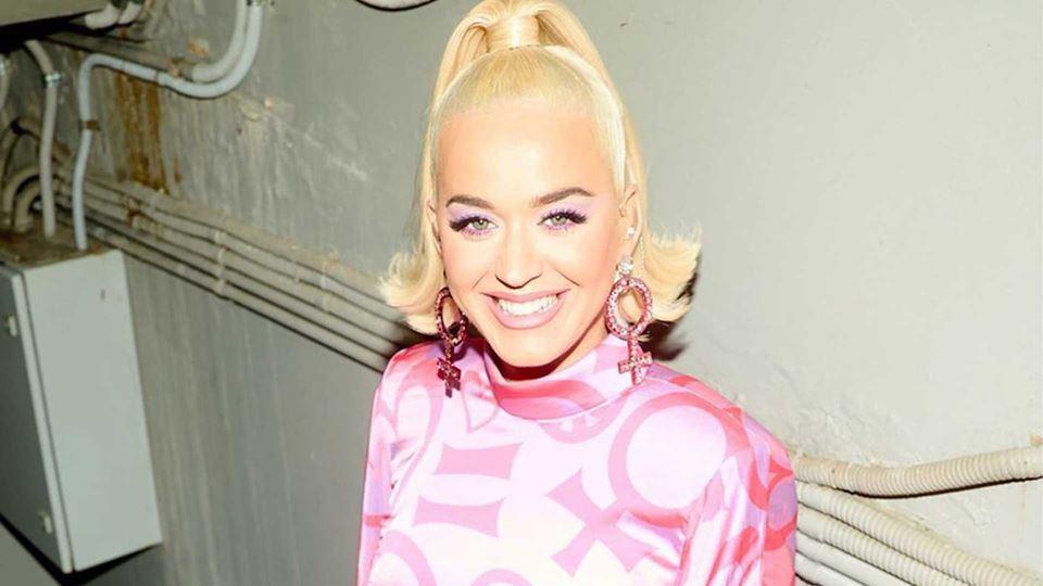 Grávida, Katy Perry revela a s...