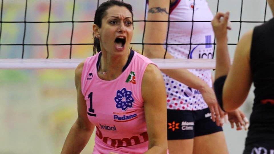 Lara Lugli é jogadora de volei...