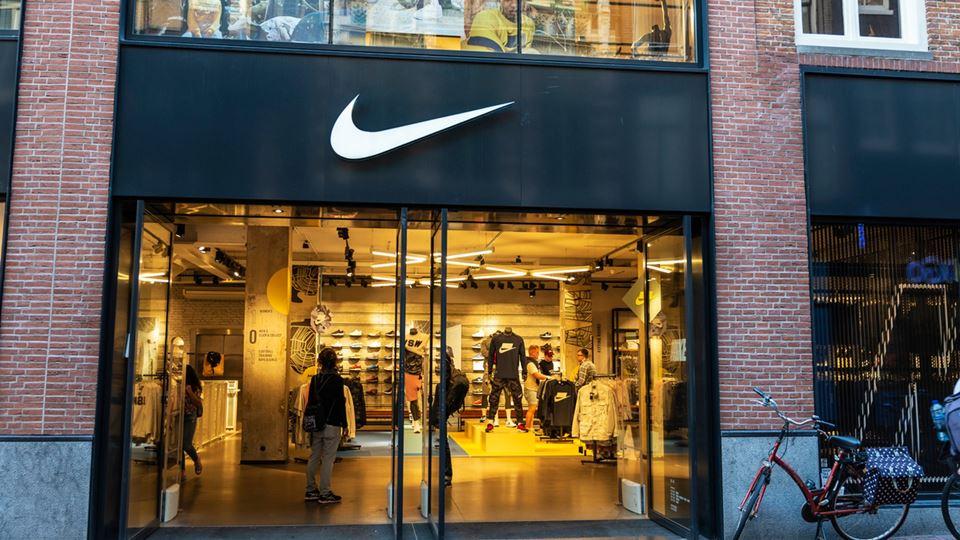 Nike fecha escritórios para os...