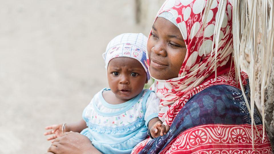 mãe e filho na Tanzânia