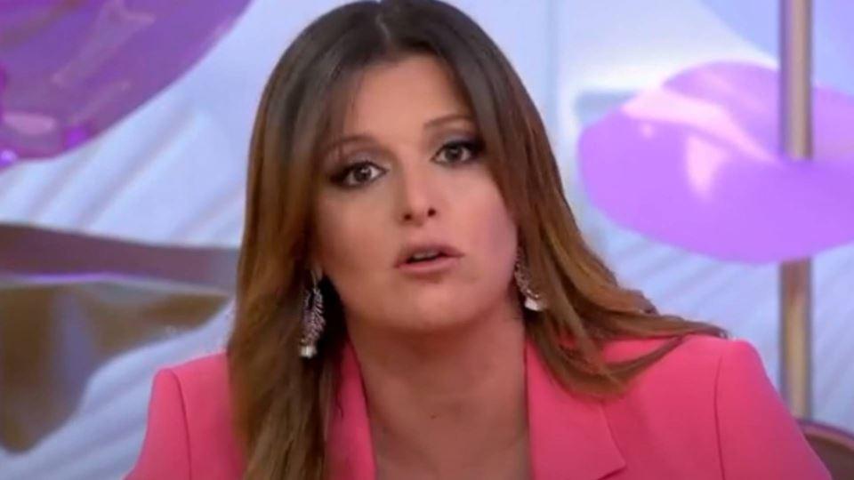 Maria Botelho Moniz oferece-se...