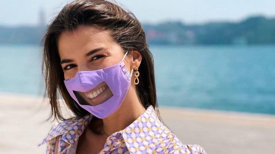 Portuguesa cria máscaras trans...