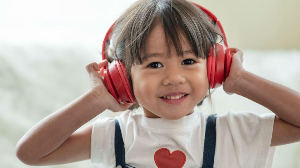 Menina com headphones