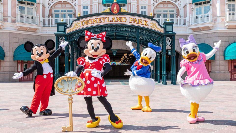 Disneyland Paris impede mãe de...