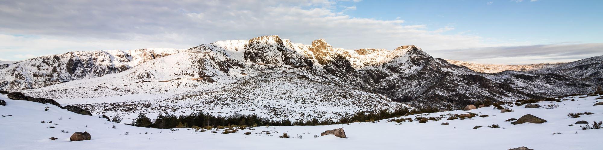 Serra da Estrela coberta de neve a um mês do verão