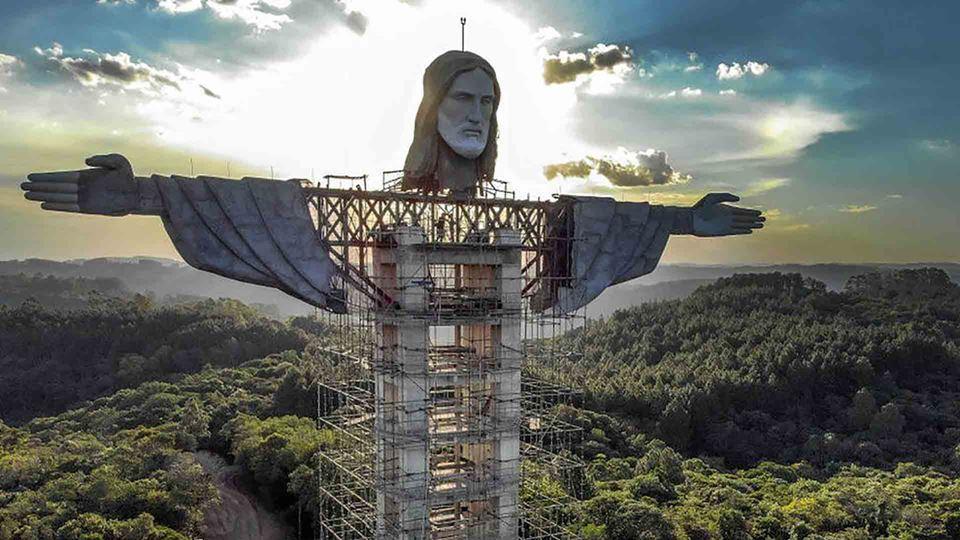 Nova estátua de Jesus Cristo n...