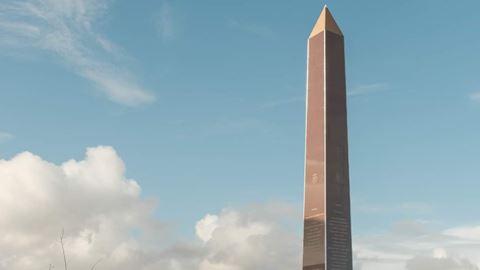 Obelisco de 17 metros em Oeira...