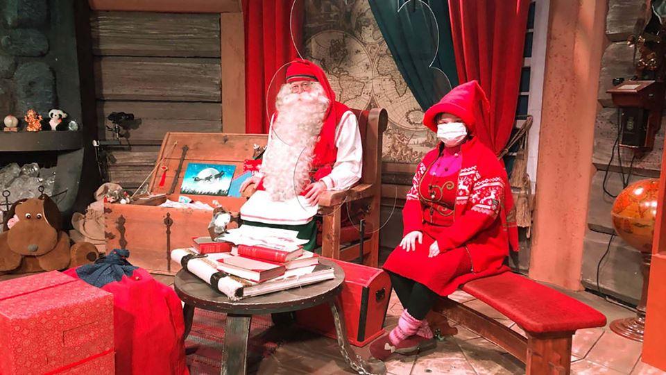 Pai Natal e um duende na Lapónia - CNN