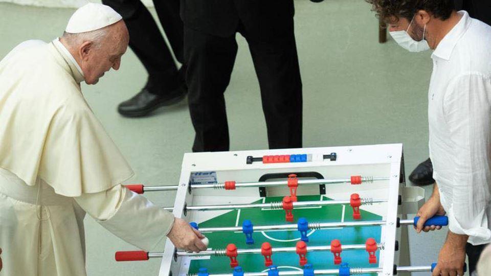Adepto de futebol, Papa Franci...