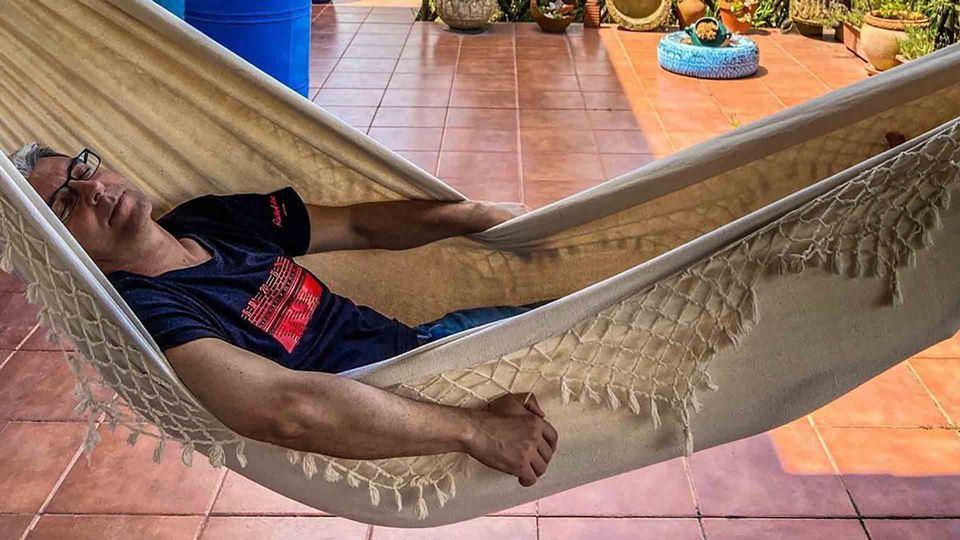 Paulo Fragoso na cama de rede