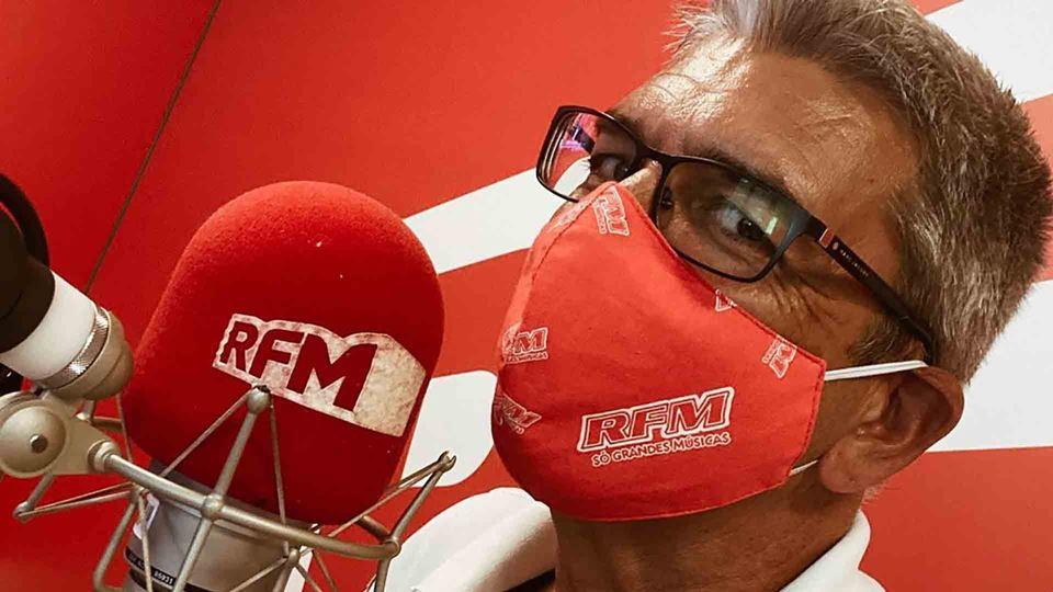 Paulo Fragoso no estúdio da RFM
