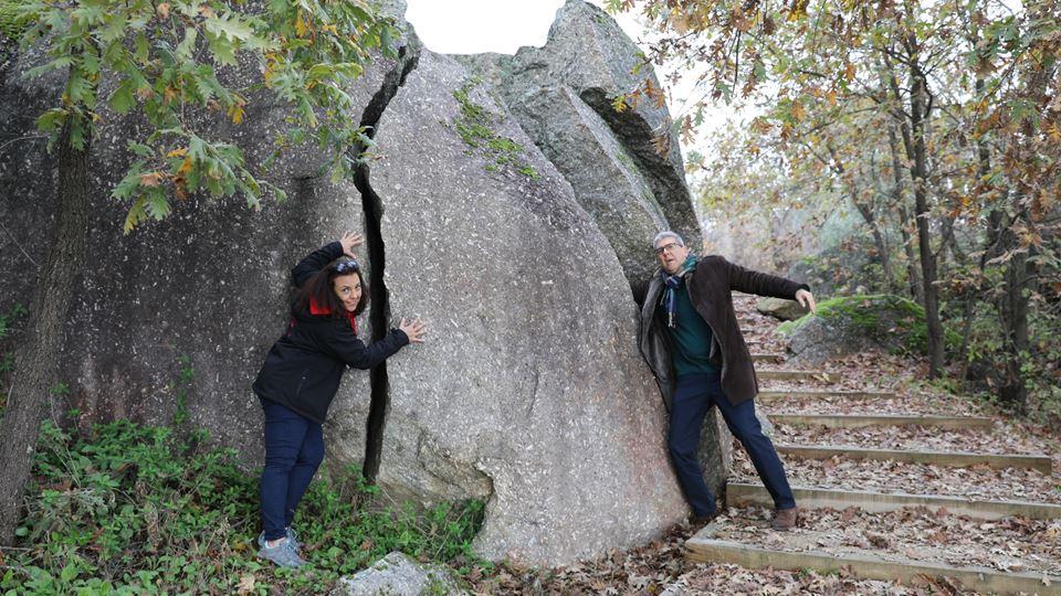 Pedras partidas no Parque do Barrocal