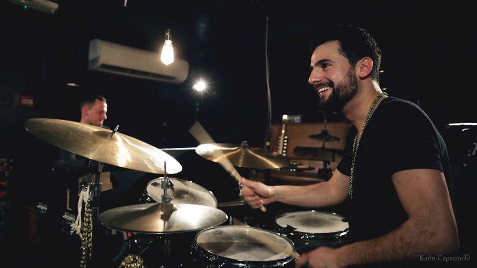 Um dos 20 melhores bateristas ...