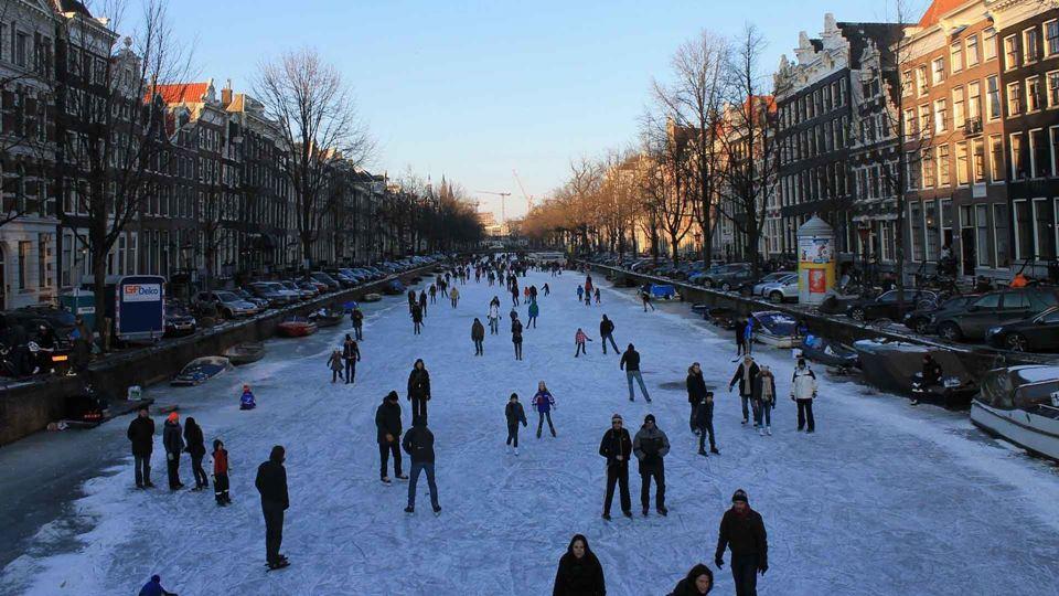 Canais de Amesterdão descongel...