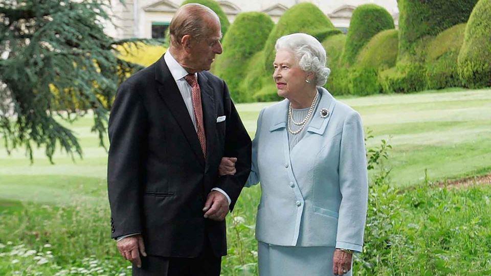 Rainha Isabel II chora a morte...