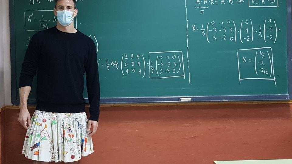 Professores dão aulas de saia ...