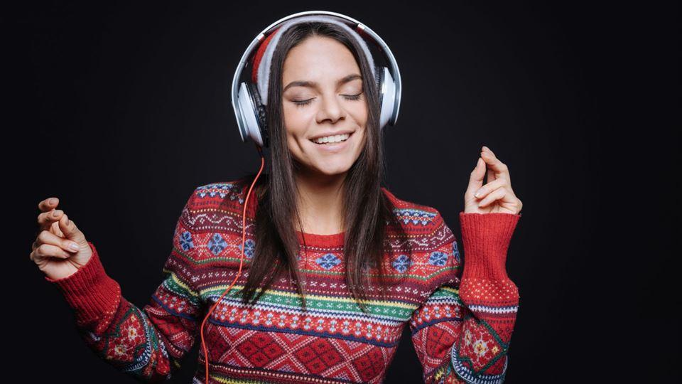 Rapariga a ouvir música