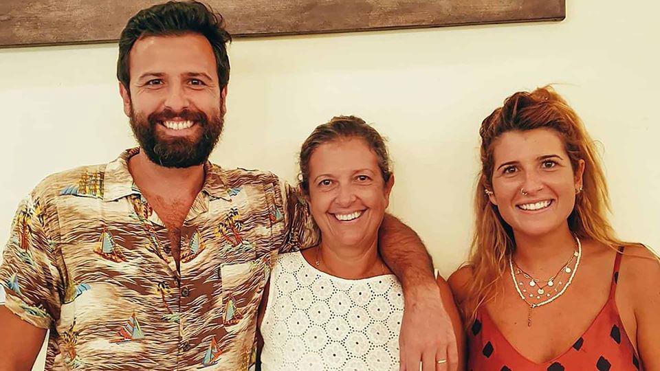 Rodrigo Gomes com a mãe e irmã