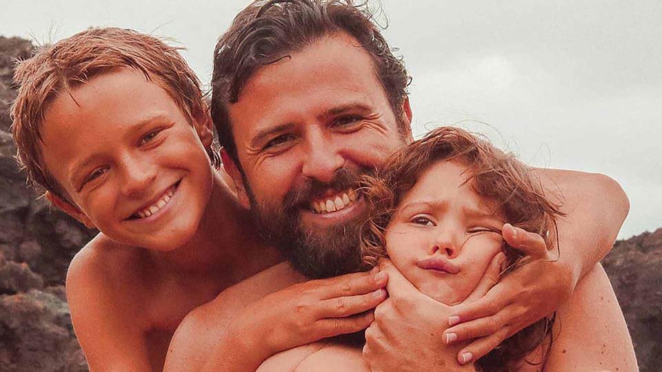 Rodrigo Gomes com os filhos