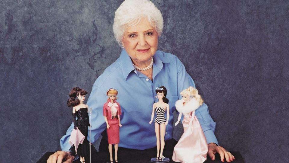 A Barbie é fruto do amor entre...