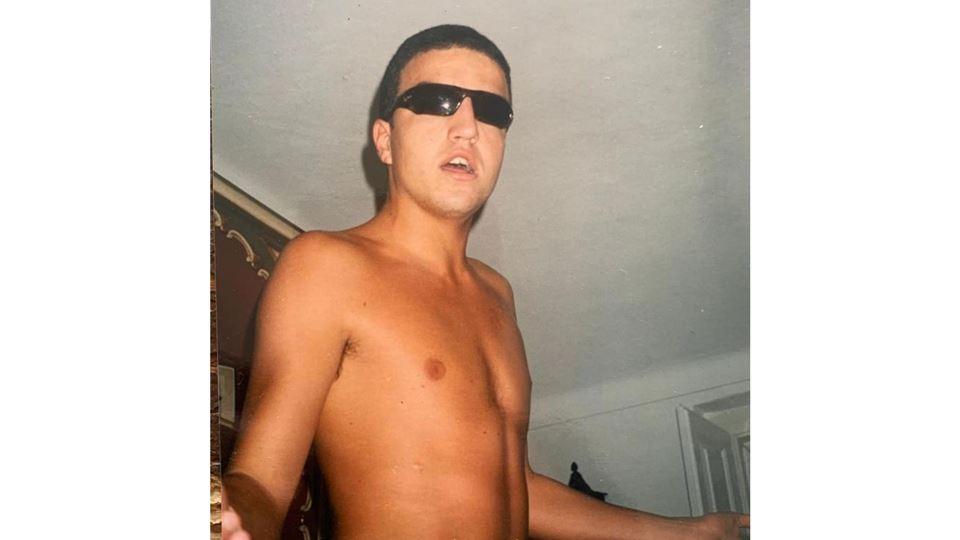 salvador jovem com óculos de sol