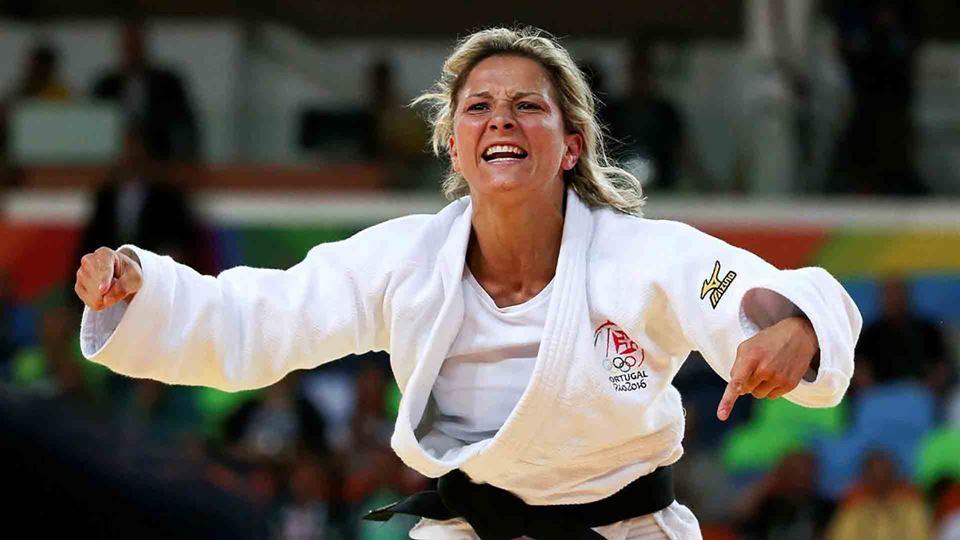 Telma Monteiro sagra-se campeã...