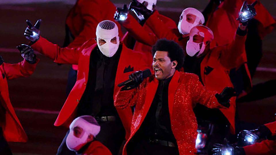 Super Bowl: The Weeknd dominou...